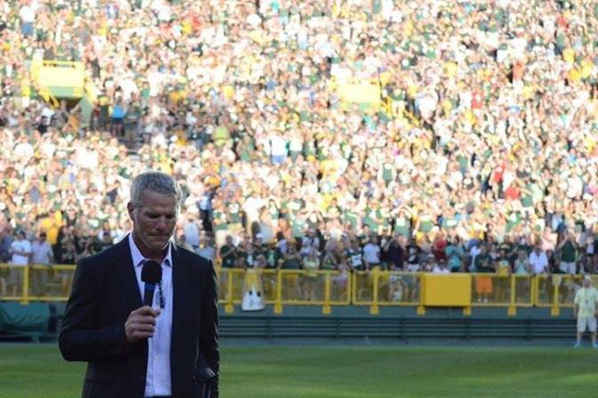 Un4gettable Brett Favre gets standing ovation at Packers Hall of Fame ceremony